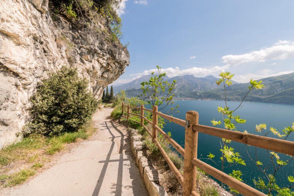 Passeggiata lungo il lago di Garda